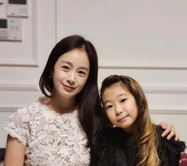 """Động thái đầu tiên của Kim Tae Hee sau khi bị dân mạng chê nhan sắc """"lão hóa"""" ở tuổi 40 - Ảnh 4."""