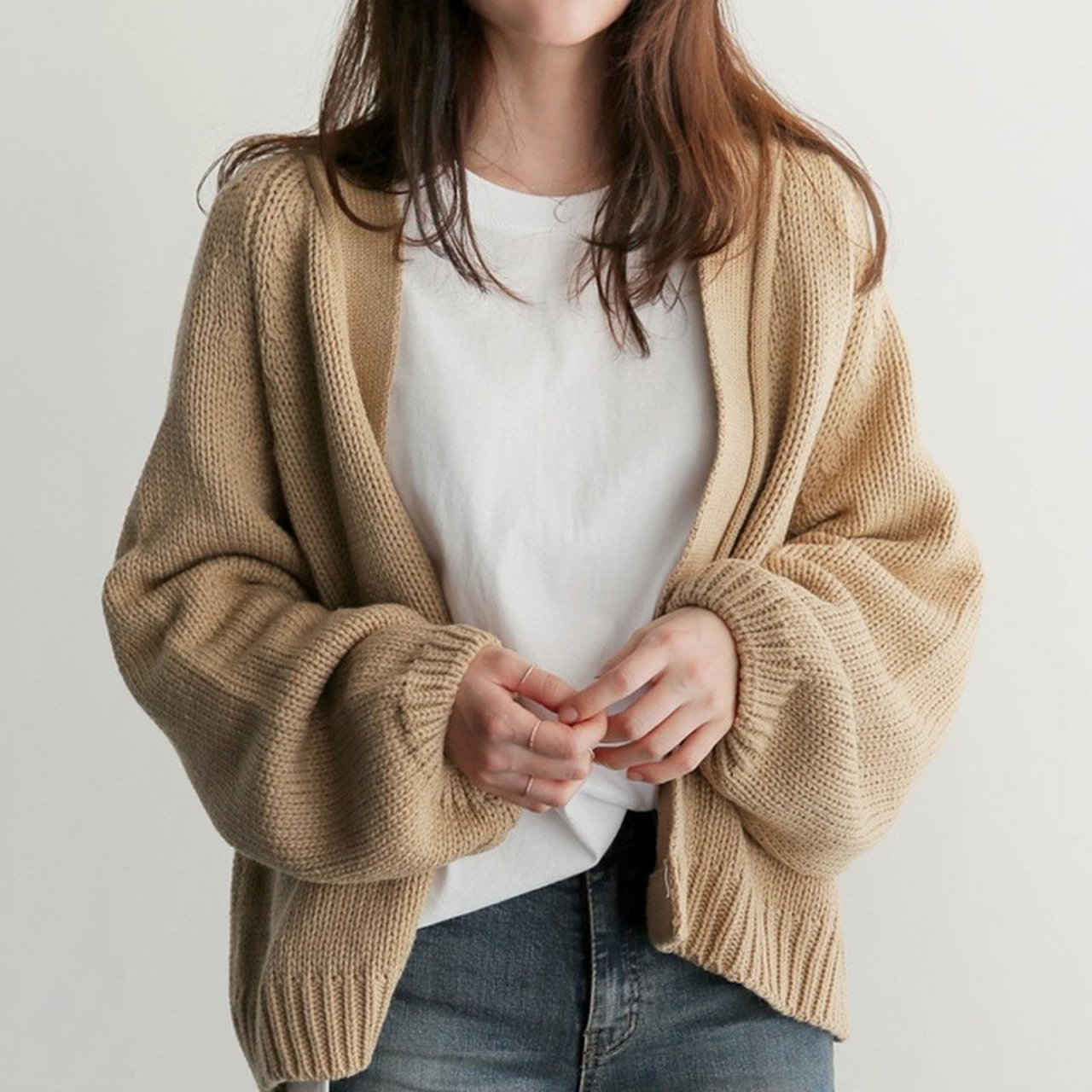 Chỉ là 2 dáng áo len cơ bản nhưng lại có sức mạnh cải thiện style ghê gớm, có đủ thì bạn khỏi lo mỗi sáng mặc gì - Ảnh 12.