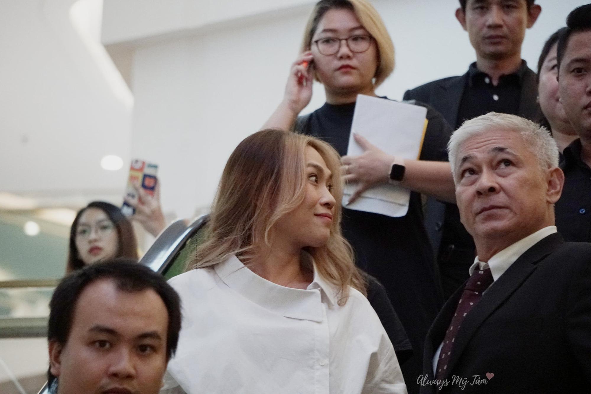 Chị đẹp Mỹ Tâm chơi quá: Đã bắt trend tóc Jennie còn diện cả nhẫn, dây chuyền hàng hiệu giống Lisa - Ảnh 5.