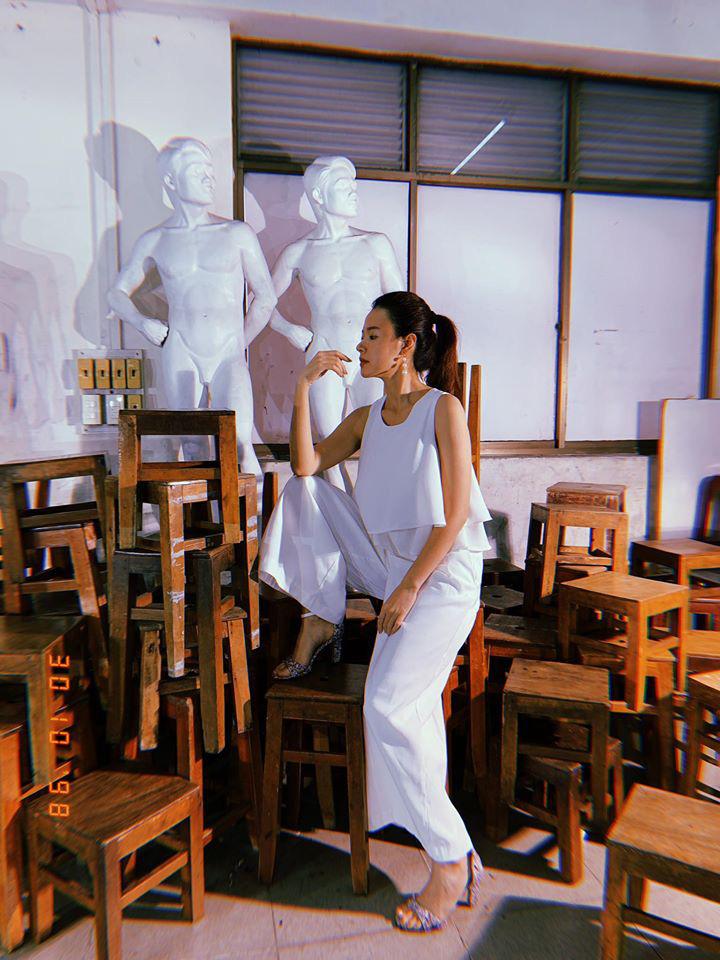 Lên đồ đi dạy, Midu ăn vận giản dị như nàng công sở, không diện hàng hiệu cả lố như mọi khi - Ảnh 13.