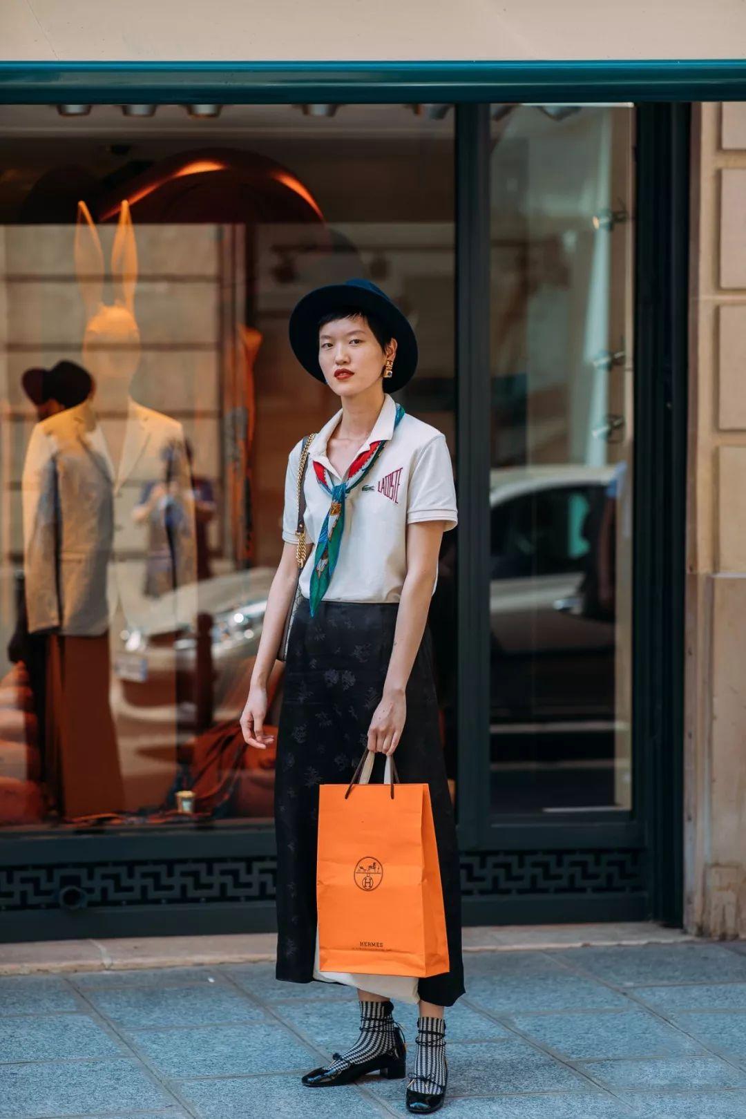 Gái Pháp mặc gì cũng sang và xinh lịm tim bởi họ rất ưu ái cho món phụ kiện nhỏ xinh này - Ảnh 8.