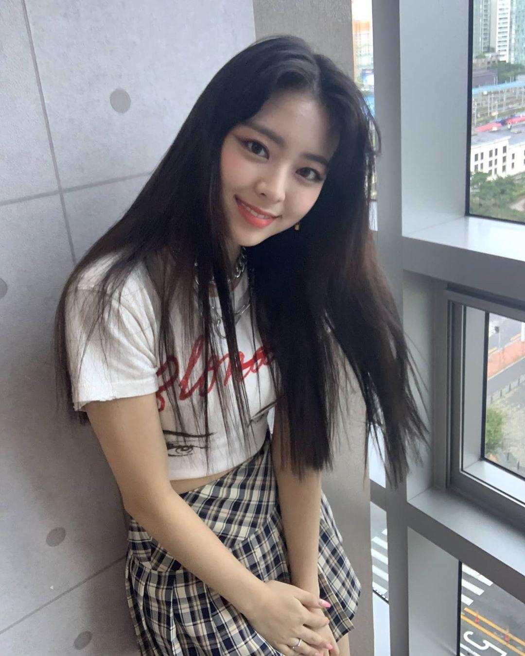 11 set đồ đời thường xinh trẻ của sao Hàn là ý tưởng mặc đẹp của chị em - Ảnh 4.