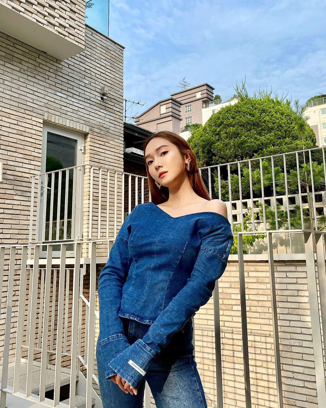 11 set đồ đời thường xinh trẻ của sao Hàn là ý tưởng mặc đẹp của chị em - Ảnh 2.