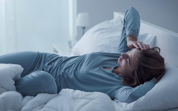 Cứ 3-4 giờ sáng là tỉnh giấc và không ngủ lại được nữa thì rất có thể nội tạng và trí não của bạn đang kêu cứu, làm ngay 2 việc này để cứu vãn