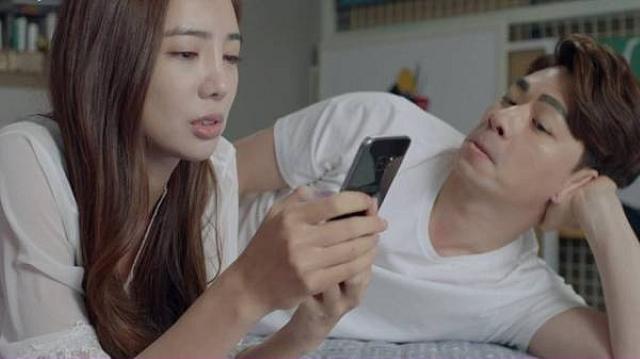 Đồng nghiệp nữ đánh đu với chồng trong game, vợ cao tay khiến chồng ghen - Ảnh 1.