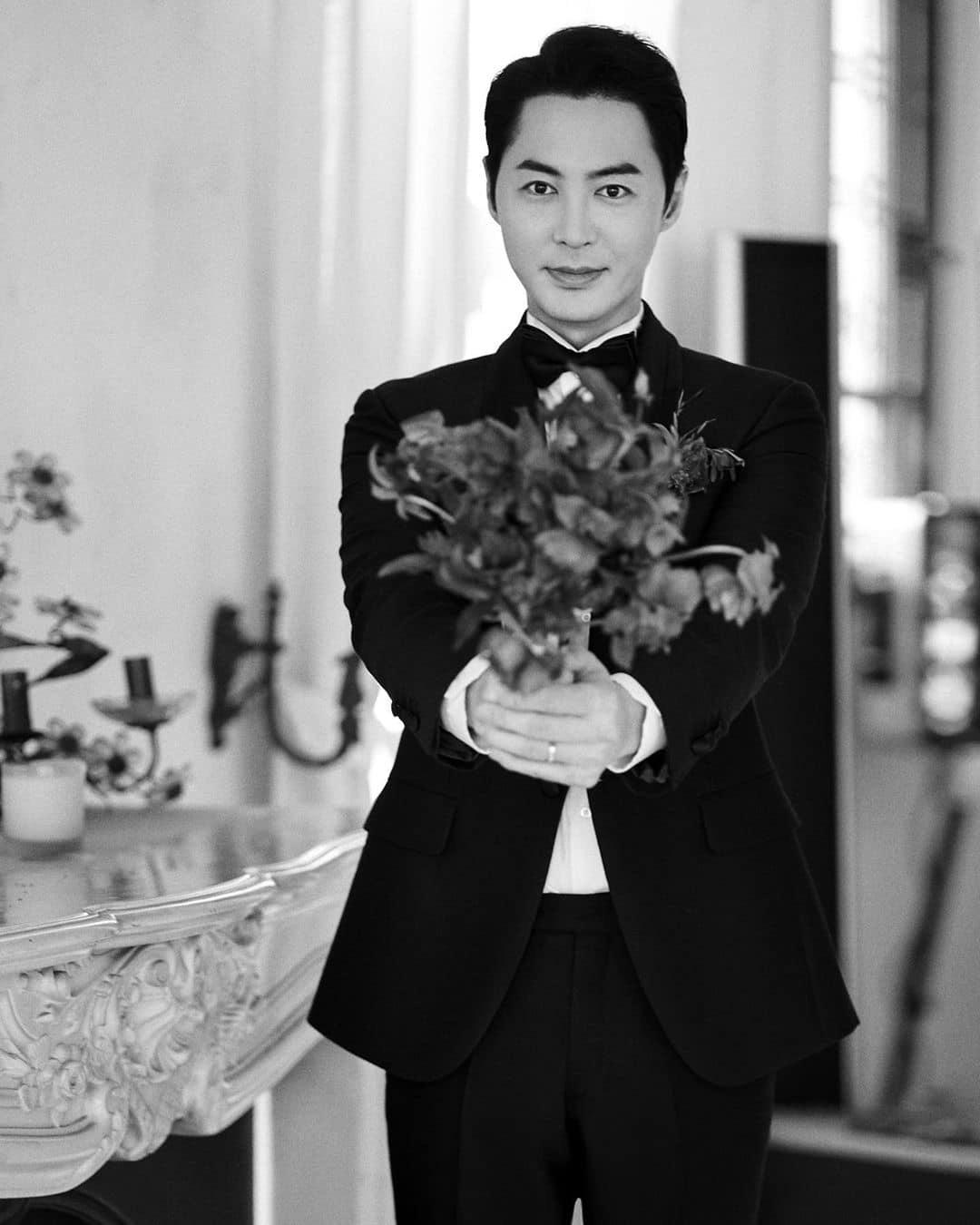 Đám cưới hot nhất Kbiz hôm nay: Nam thần Kpop một thời bảnh bao bên huyền thoại Shinhwa, nhan sắc cô dâu gây bất ngờ - Ảnh 6.