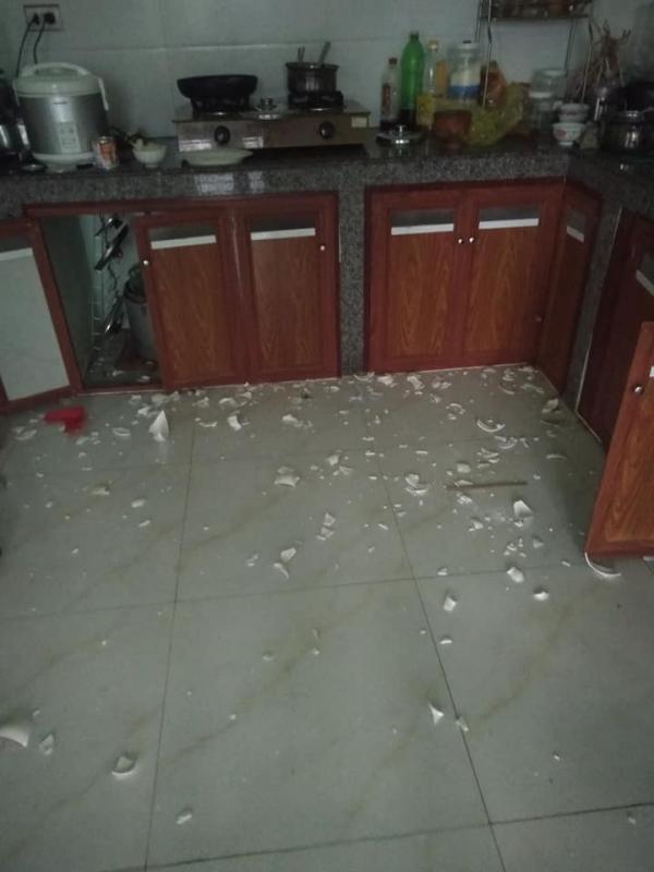 Vợ đi làm cả ngày, nhờ chồng rửa bát hộ và cái kết cay đắng: Cái bát mẻ cũng không còn mà ăn - Ảnh 2.