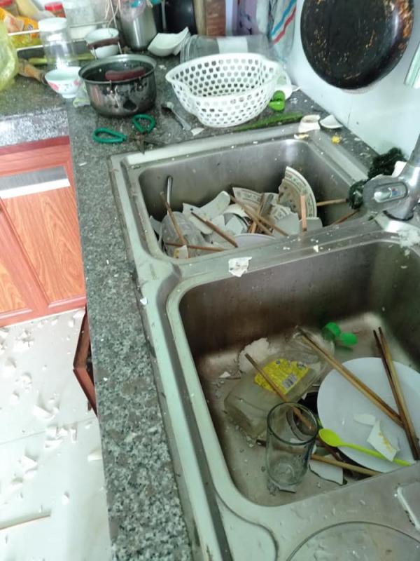 Vợ đi làm cả ngày, nhờ chồng rửa bát hộ và cái kết cay đắng: Cái bát mẻ cũng không còn mà ăn - Ảnh 1.