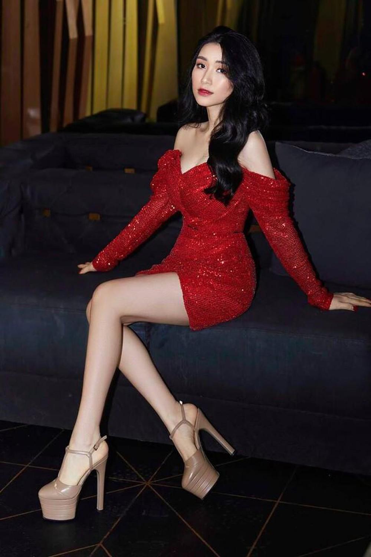 """Đúng là cùng """"hội chị em"""" với Hương Giang, Hòa Minzy đi đôi cao gót nhìn thót tim, hô biến 1m55 thành 1m80 chỉ trong chớp mắt - Ảnh 6."""