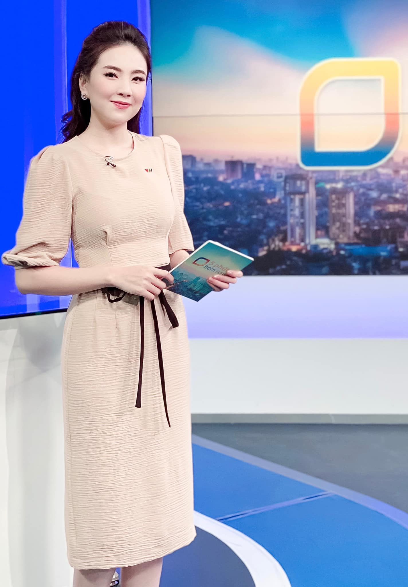 Nhìn MC Mai Ngọc là ra được khối ý tưởng diện lại đồ cũ mà vẫn ghi điểm mặc đẹp trong ngày giao mùa - Ảnh 7.