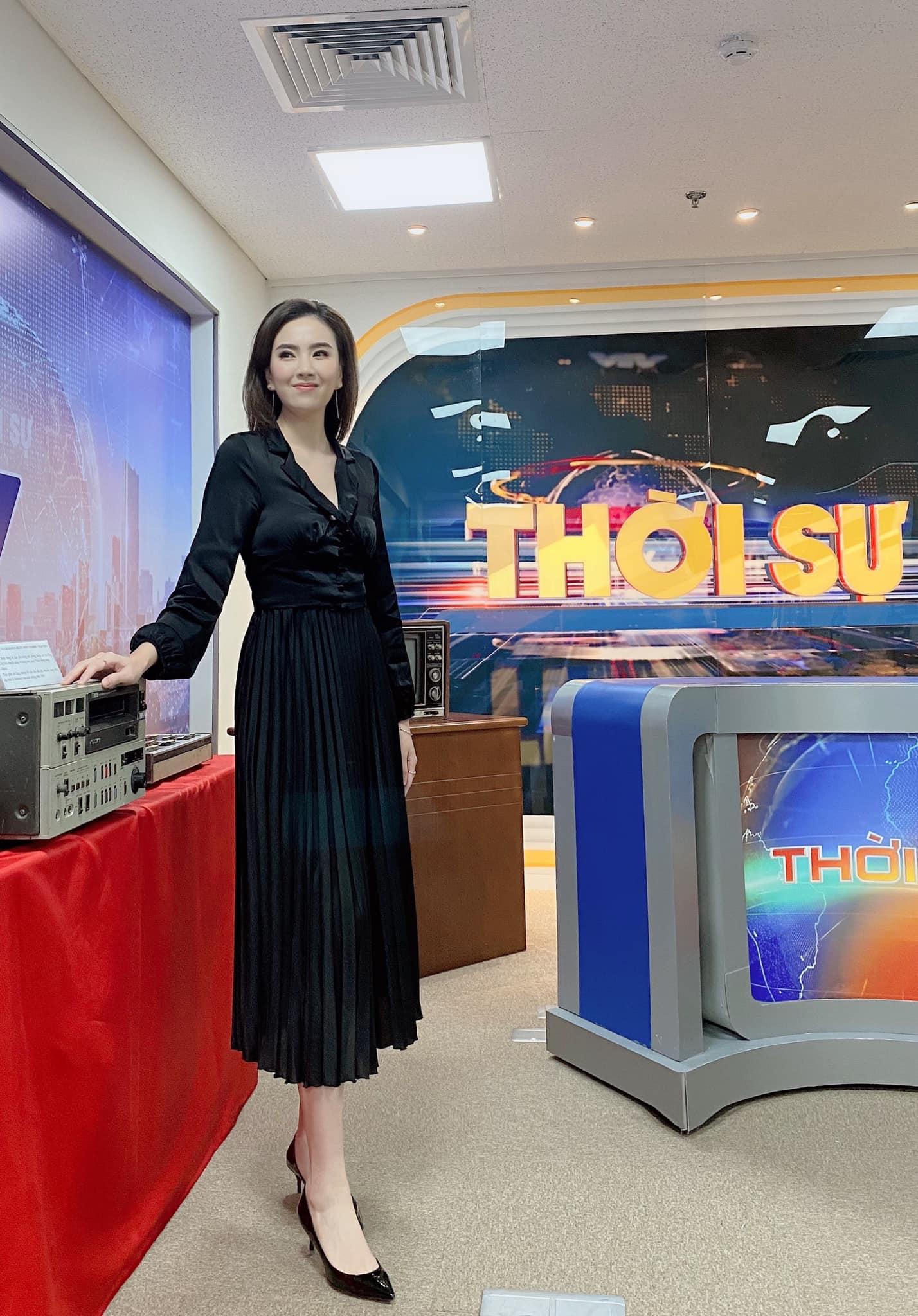 Nhìn MC Mai Ngọc là ra được khối ý tưởng diện lại đồ cũ mà vẫn ghi điểm mặc đẹp trong ngày giao mùa - Ảnh 6.