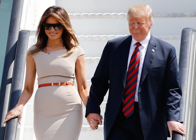 """Cùng mặc một kiểu đầm trắng, Meghan Markle bị chê khí chất """"kém"""" hẳn so với Đệ nhất phu nhân Mỹ dù người mới 39 còn người thì tận 50  - Ảnh 2."""