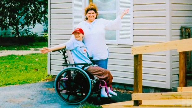 """Mẹ đơn thân vừa qua đời, con gái bại liệt bỗng đứng lên đi lại bình thường, hé lộ chân tướng vụ án con giết mẹ với dòng thông báo """"rợn người"""" trên MXH - Ảnh 5."""