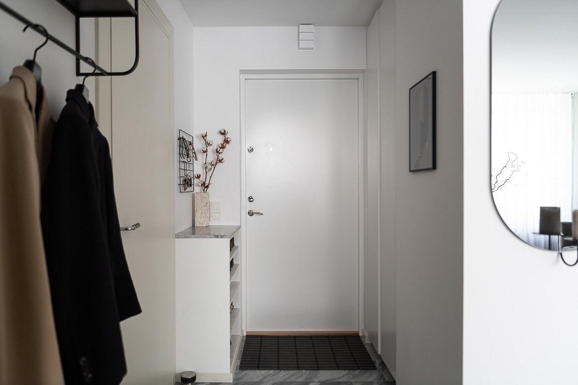 Căn hộ 43m² đẹp trong veo với điểm nhấn màu xanh xám dành cho cô nàng độc thân - Ảnh 1.