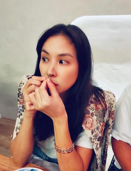 Trong khi Kim Tae Hee và Son Ye Jin đều lộ dấu hiệu lão hóa ở tuổi U40, bà xã Jang Dong Gun lại được công nhận trẻ trung dù sắp bước sang tuổi 50 - Ảnh 2.