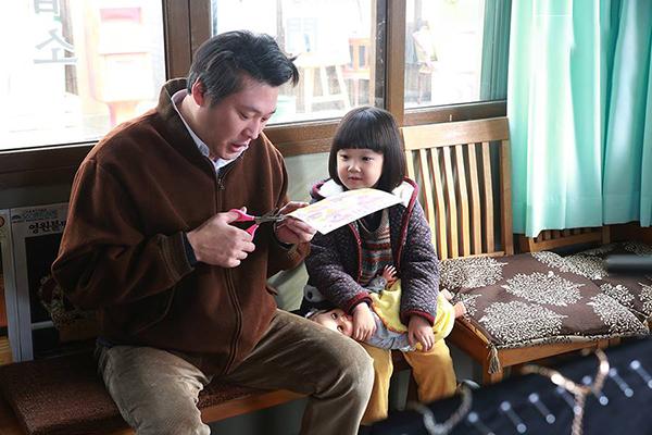 8 mẩu chuyện gia đình cực ngắn: Ba mẹ có thể quên mình là ai, nhưng không bao giờ quên tình yêu dành cho con cái! - Ảnh 5.
