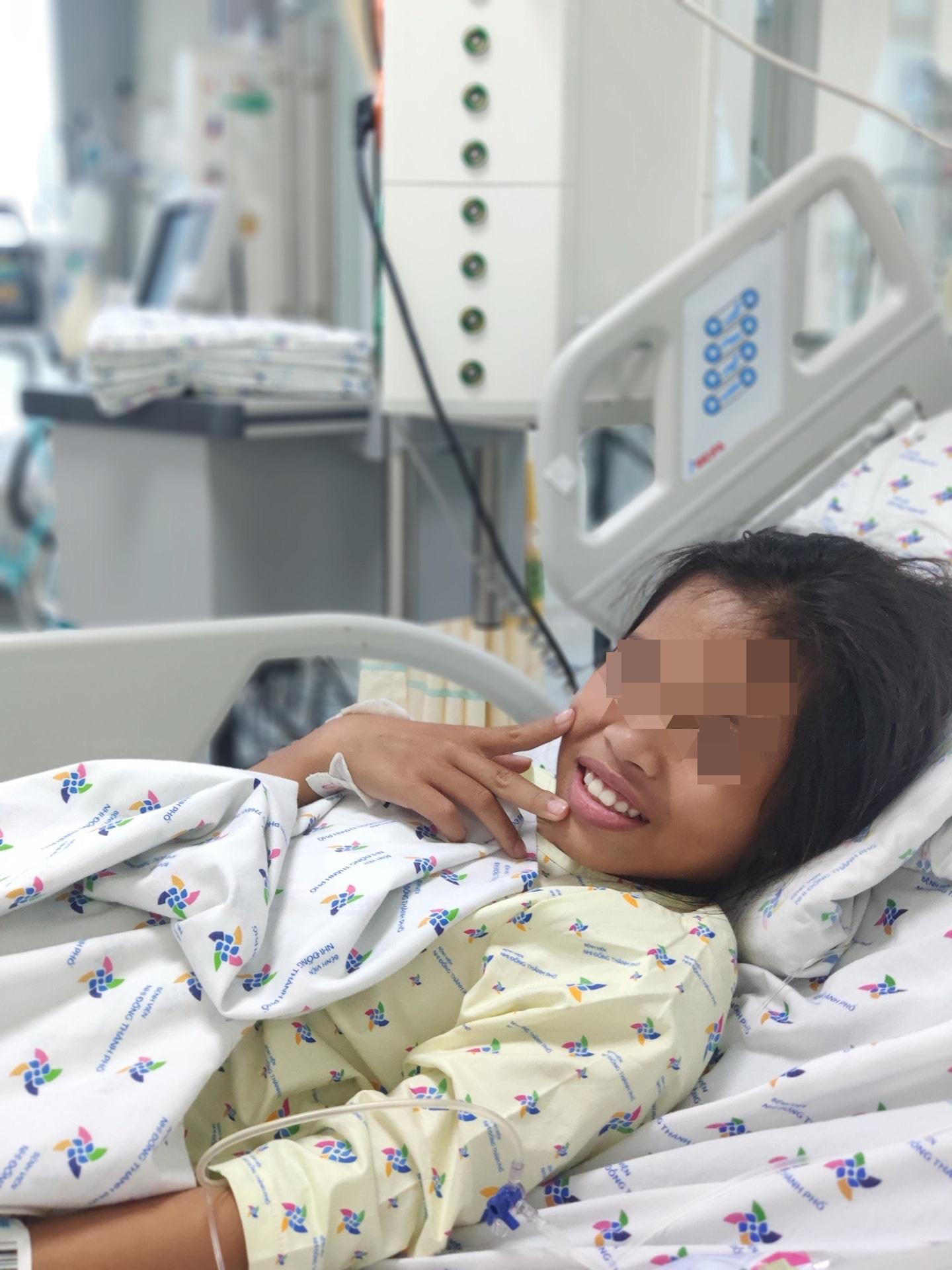Cứu sống bé gái 11 tuổi uống thuốc ngủ tự tử vì nghĩ cha mẹ hết thương mình