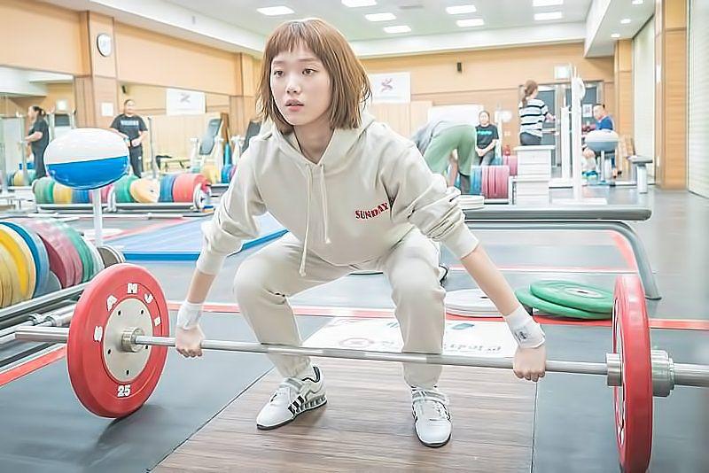 Bước sang tuổi 30, Lee Sung Kyung vẫn gây sốt với thần thái cuốn hút cùng body chuẩn chỉnh nhờ duy trì 4 nguyên tắc quen thuộc - Ảnh 9.