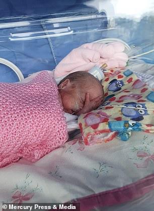 Chưa nguôi ngoai khi mất con đầu lòng, 2 năm sau mẹ lại chết lặng khi chứng kiến hình hài đứa con mới chào đời - Ảnh 2.