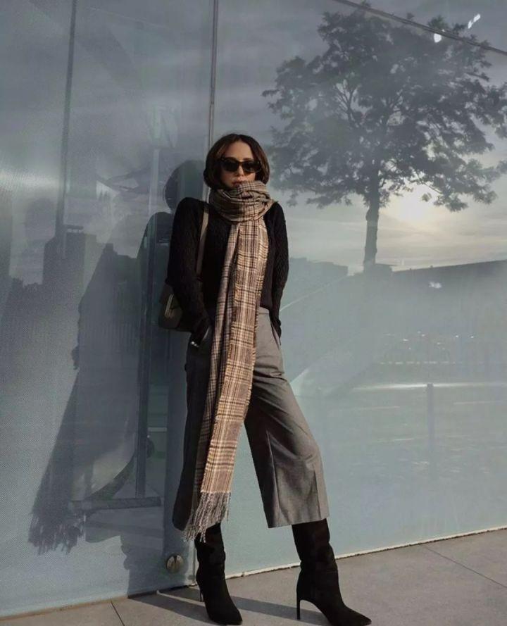 Nàng blogger chỉ cao 1m55 vẫn mặc đẹp quá và sang khiến đồng nghiệp khen tới tấp và thi nhau copy theo - Ảnh 4.