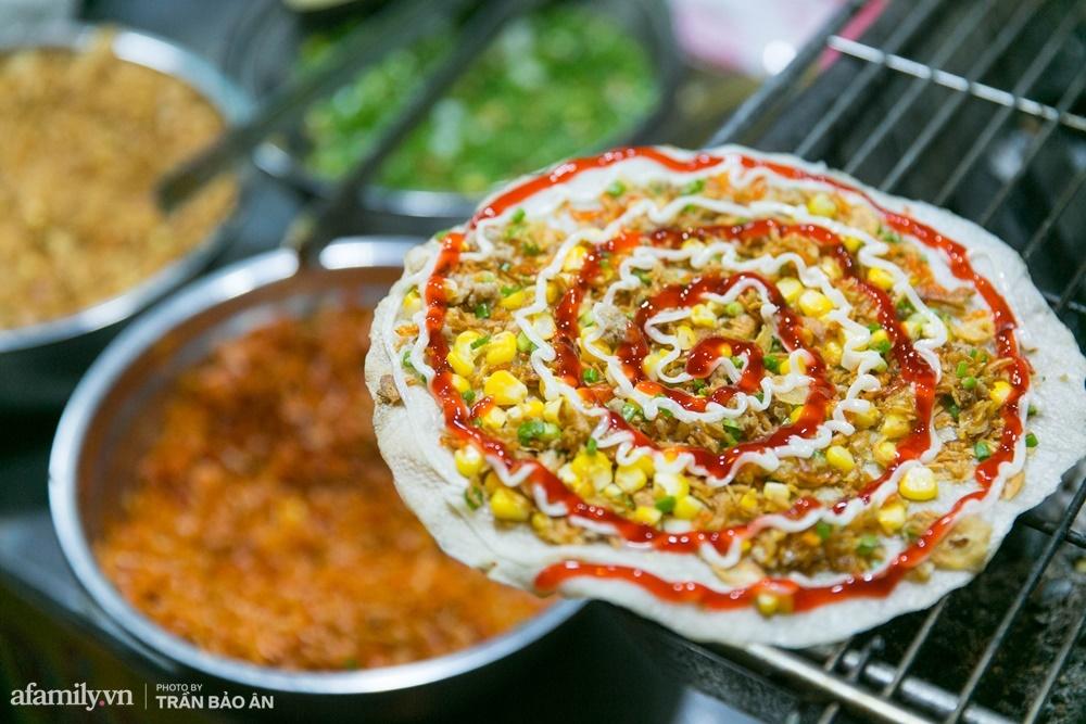 Đến phố lồng đèn ngỡ như lạc vào lễ hội ẩm thực của Sài Gòn, lạ miệng từ món Tây đến món ta - Ảnh 8.