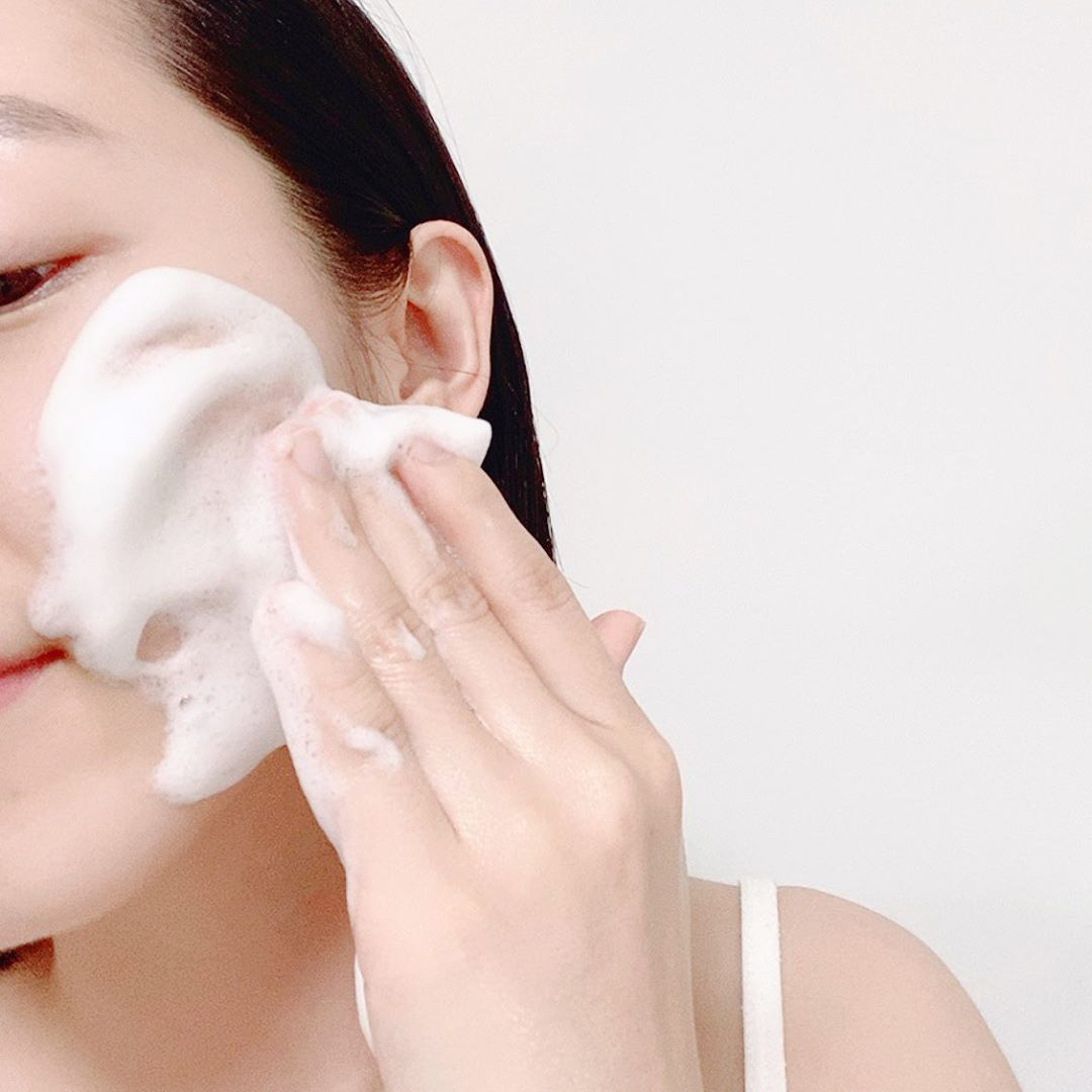 4 thói quen rửa mặt tưởng vô hại nhưng lại hủy hoại làn da mà nhiều nàng mắc phải, bảo sao da mãi chẳng đẹp lên  - Ảnh 2.
