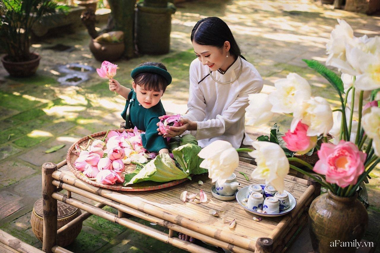 """Nghỉ ở nhà mùa dịch, mẫu nhí 3 tuổi có cát xê cao nhất nhì Hà thành vẫn có thu nhập """"khủng"""" nhờ chụp ảnh tại gia - Ảnh 4."""