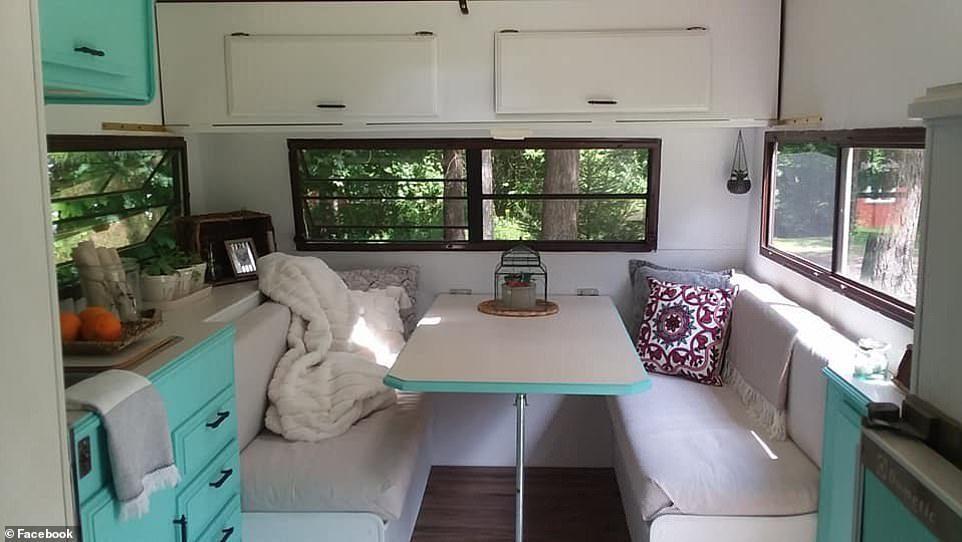 Cô bé 11 tuổi cải tạo xe cắm trại cũ thành nhà riêng chỉ với chi phí chưa tới 19 triệu đồng - Ảnh 4.