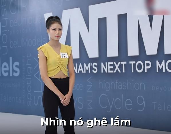 """""""Vietnam's Next Top Model"""": Vừa xuất hiện, nữ thí sinh đã bị Nam Trung chê bai thậm tệ vì mặc đồ giống như sở thú - Ảnh 5."""