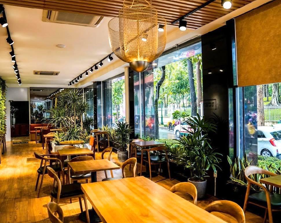 """Vừa thất bại đóng cửa quán cà phê đầu tiên tại trung tâm quận 1, chàng Bắp - Ngô Kiến Huy lại mở quán mới chỉ sau 1 năm nhưng lần này thật sự là """"choáng""""! - Ảnh 1."""
