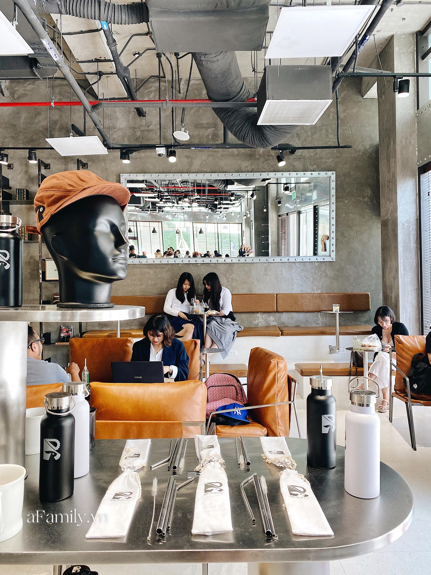"""Vừa thất bại đóng cửa quán cà phê đầu tiên tại trung tâm quận 1, chàng Bắp - Ngô Kiến Huy lại mở quán mới chỉ sau 1 năm nhưng lần này thật sự là """"choáng""""! - Ảnh 11."""