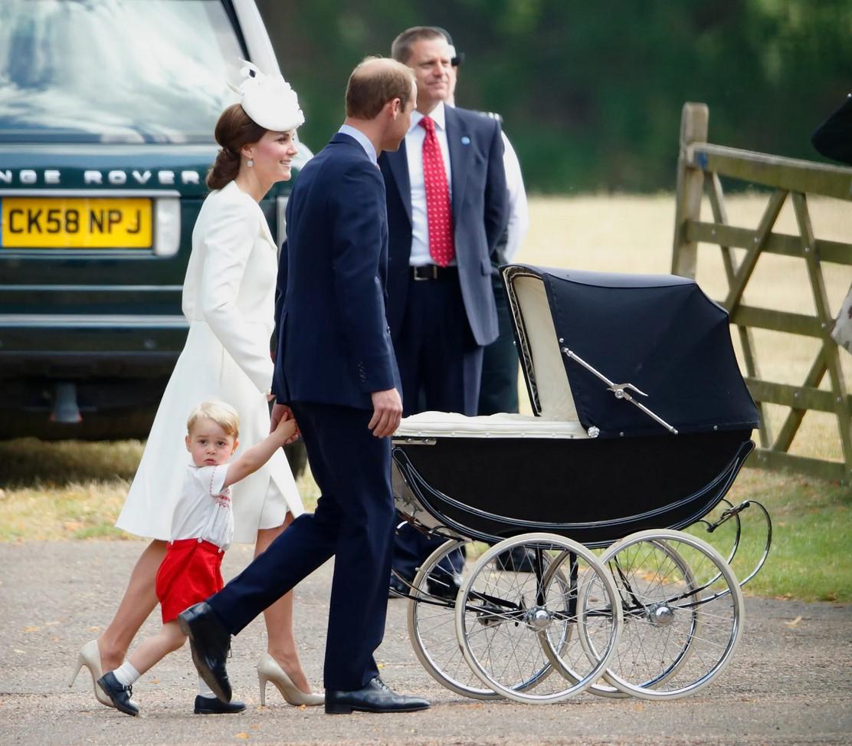 """Muốn nuôi con kiểu """"sang chảnh quý tộc"""", cứ nhìn loạt đồ dùng em bé của gia đình Công nương Kate và Hoàng tử William là biết ngay - Ảnh 9."""