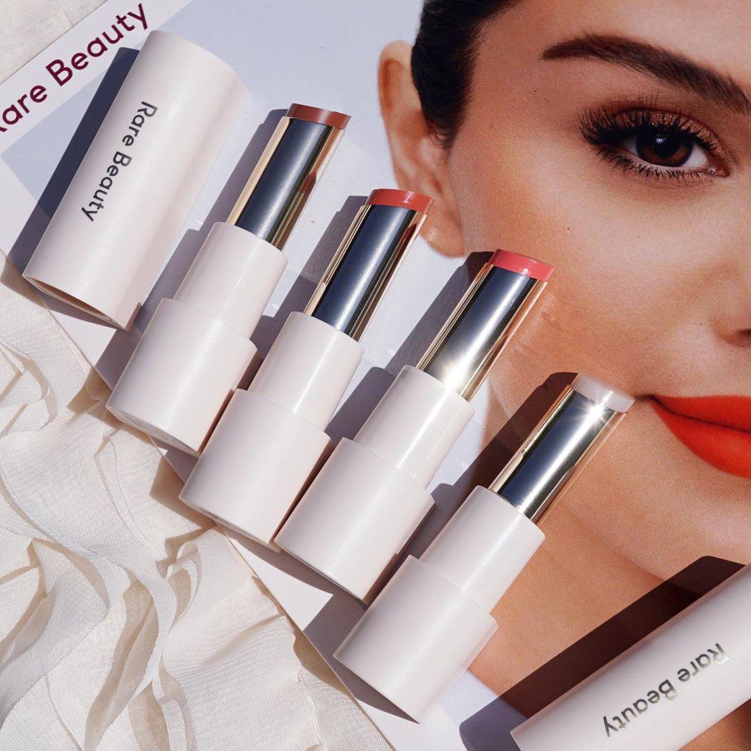 Mỹ phẩm Rare Beauty của Selena Gomez ra mắt hoành tráng, fan nô nức mua bill khủng dài như sớ  - Ảnh 15.