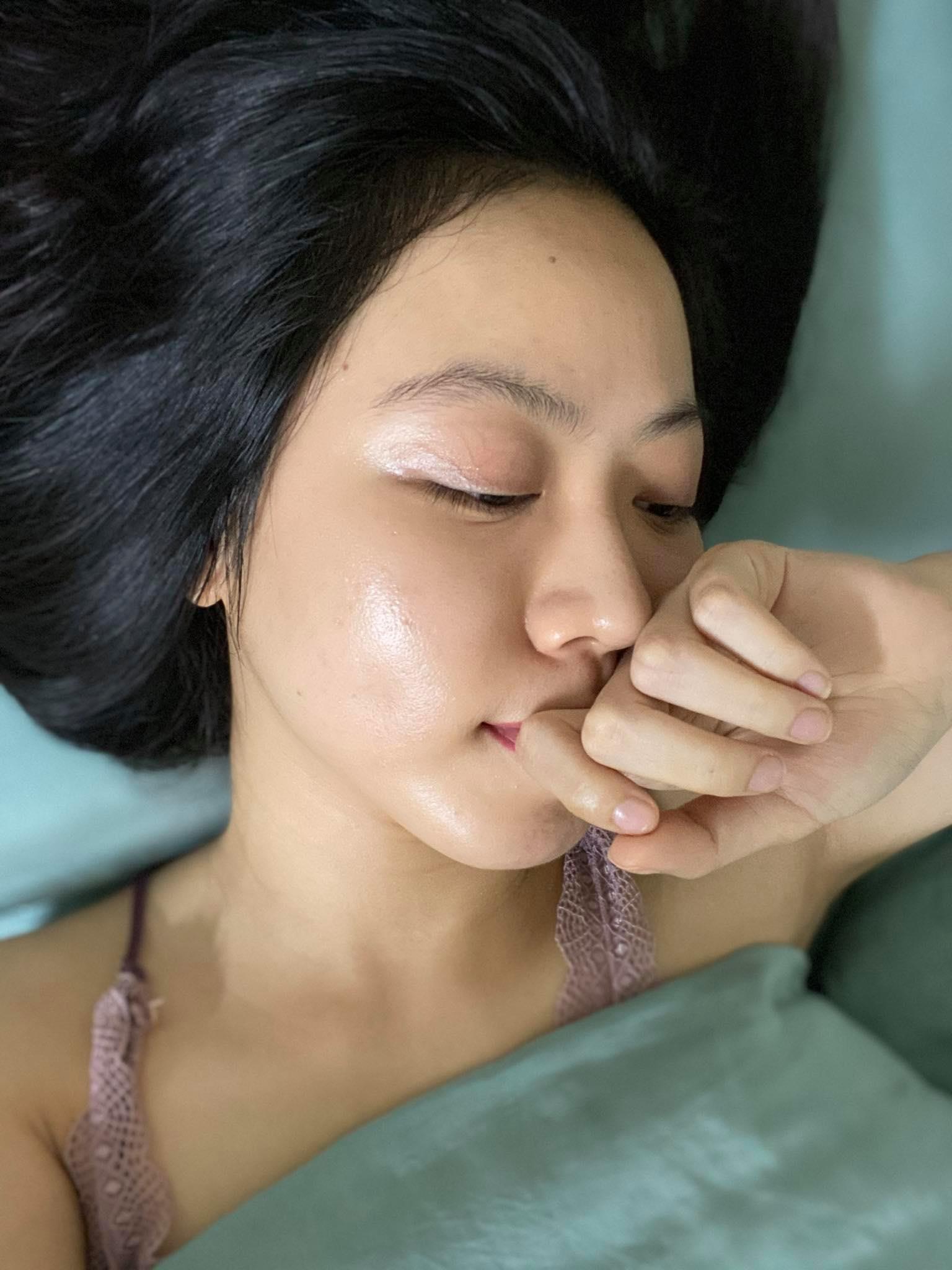 Từ da siêu nhạy cảm, nổi mụn tùm lum, cô bạn đã tìm ra bí kíp vàng trị mụn hết sạch, lỗ chân lông nhỏ xíu - Ảnh 5.