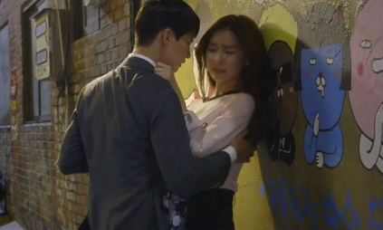 Loạt phim Hàn nhận lệnh phạt vì nhiều lý do: Ji Chang Wook khỏa thân đánh nhau, Kim Soo Hyun để gái xinh sờ soạng văng tục - Ảnh 14.