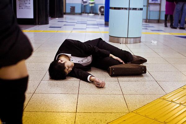 Tỷ lệ tự tử ở Nhật Bản giảm trong giai đoạn dịch Covid-19 - Ảnh 1.