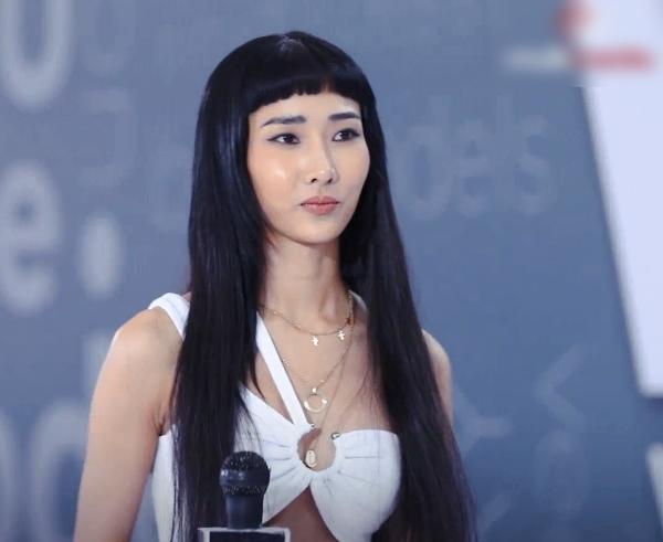 Vietnam's Next Top Model: Quá giống Hoàng Thùy, nữ thí sinh phải cắt tóc để khác đàn chị, tiết lộ sắp tham gia Người ấy là ai? - Ảnh 1.