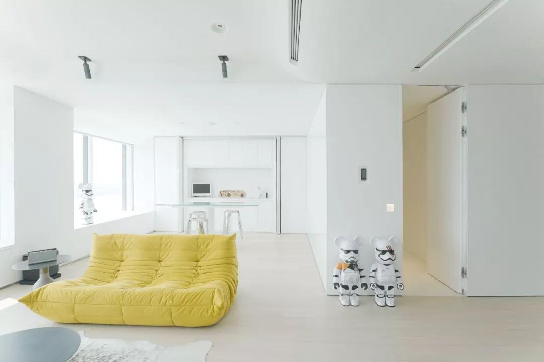 Căn hộ 200m² có khung cửa sổ rộng nhìn ra biển của chàng trai độc thân yêu công nghệ - Ảnh 5.