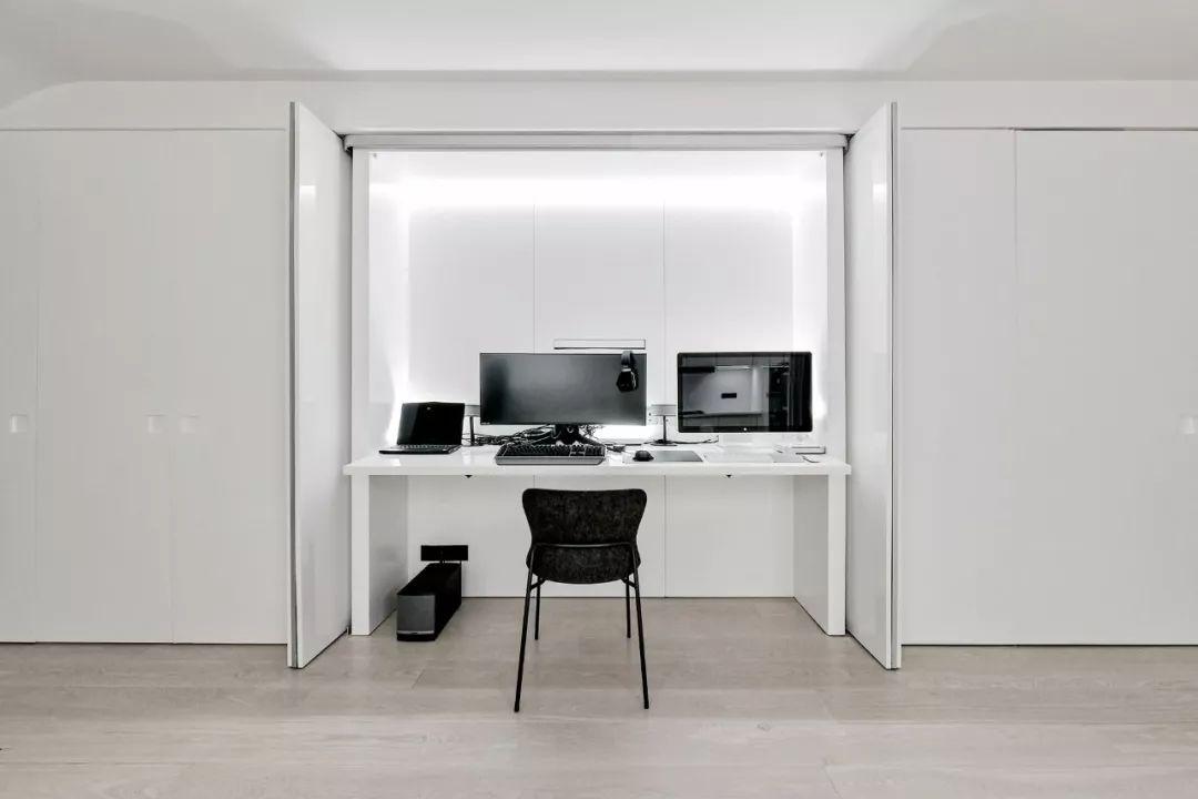 Căn hộ 200m² có khung cửa sổ rộng nhìn ra biển của chàng trai độc thân yêu công nghệ - Ảnh 10.
