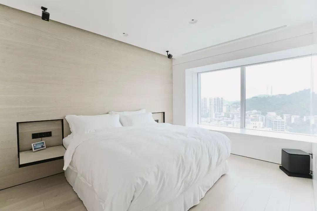 Căn hộ 200m² có khung cửa sổ rộng nhìn ra biển của chàng trai độc thân yêu công nghệ - Ảnh 13.