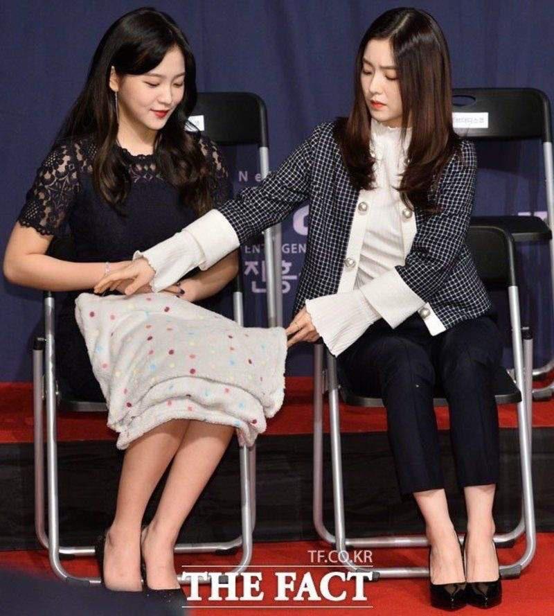 Thánh soi cũng phải thua Irene: Cứ mặc váy chụp hình là quấn khăn kín mít, đợi chị lộ hàng chắc không bao giờ có - Ảnh 11.