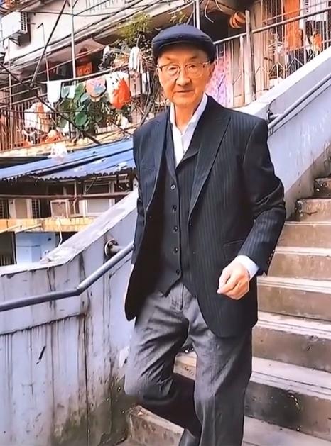 Ông cụ 83 tuổi diện đồ chất chơi như Fashionista, giới trẻ phải trầm trồ vì những lần xuống phố gây chú ý của ông  - Ảnh 5.