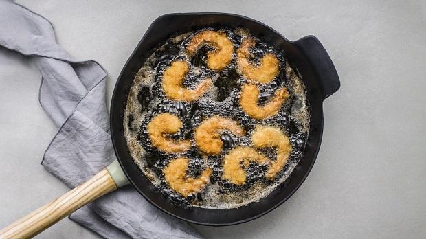 """Đừng bao giờ dùng 2 loại dầu ăn này để nấu nướng cho gia đình vì chúng nguy hiểm ngang """"thuốc độc"""", tiềm ẩn nhiều nguy cơ bệnh tật và ung thư - Ảnh 1."""