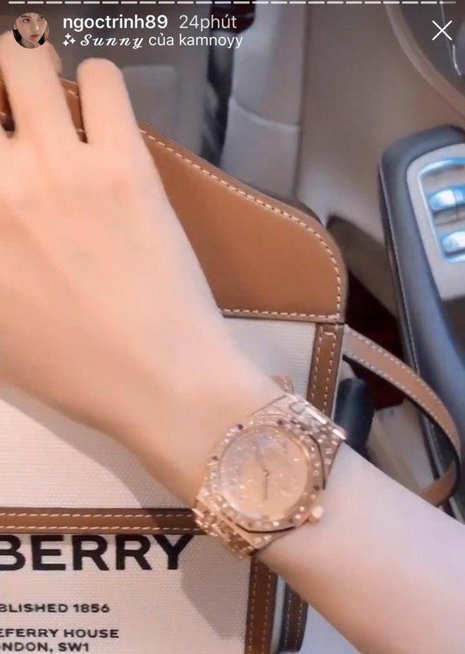 """Ngọc Trinh vừa """"chốt đơn"""" đồng hồ 1,8 tỷ nhanh gọn nhưng đây chưa phải chiếc đắt nhất trong BST đồng hồ của cô - Ảnh 3."""