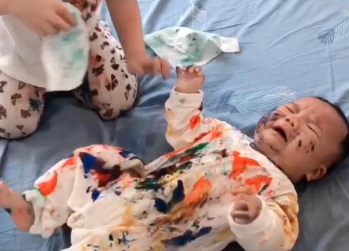 Vừa ra ngoài vào phòng đã thấy con trai biến thành tranh sơn dầu lúc nào không hay - Ảnh 3.