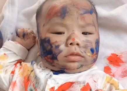 Vừa ra ngoài vào phòng đã thấy con trai biến thành tranh sơn dầu lúc nào không hay - Ảnh 4.
