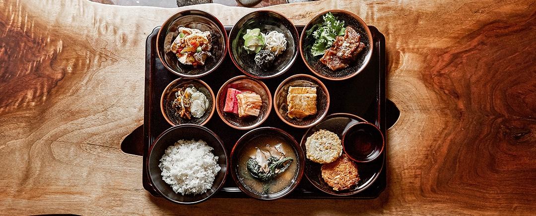 Ăn chay đâu chỉ có cơm với rau, xem đầu bếp nhà người ta chế biến món chay ngon và đẹp đỉnh cao như thế nào - Ảnh 1.