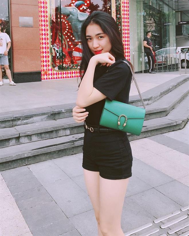 """Mới năm ngoái còn thanh lý túi hiệu để làm MV, năm nay Hòa Minzy đã sắm hẳn 3 túi Hermès và loạt """"bé iu"""" đắt tiền khác - Ảnh 10."""