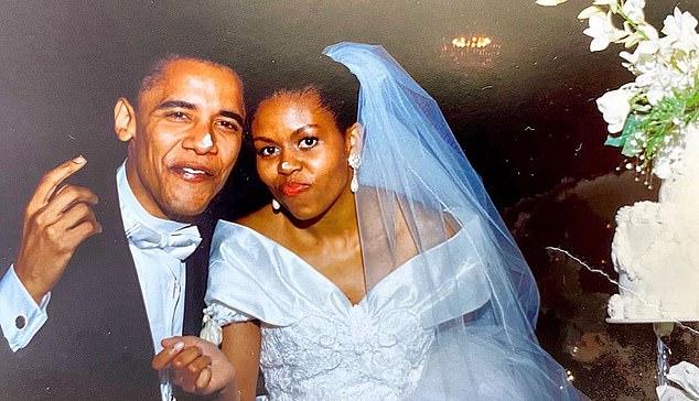 """Vợ cựu Tổng thống Obama tiết lộ điều cực sốc về cuộc hôn nhân của mình, từng nghĩ nhiều đến hành động """"bạo lực"""" - Ảnh 1."""