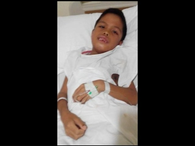 Bé trai 9 tuổi sẽ phải trải qua 8 lần phẫu thuật vì có 300 chiếc răng lấp đầy khoang miệng - Ảnh 3.